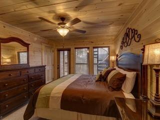 A Suitetastic View- 4 Bedrooms, 4 Baths, Sleeps 12
