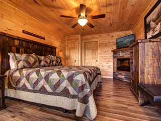 Rocky Top Lodge- 9 Bedrooms, 8 Baths, Sleeps 40