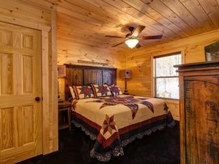 Country Cozy- 4 Bedrooms, 5 Baths, Sleeps 16