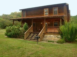 Lamb's Cabin by the Creek- 3 Bedrooms, 2 Baths, Sleeps 6