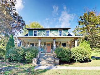 Stately & Spacious 5BR Mountain Home