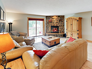 Lodge-Style 2BR w/ Deck—Near Slopes