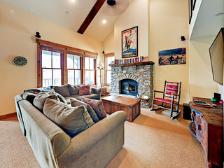 Luxe 3BR Townhome w/ Hot Tub- Minutes to Ski Lifts