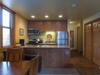 Updated Studio Condo in Aspen Grove