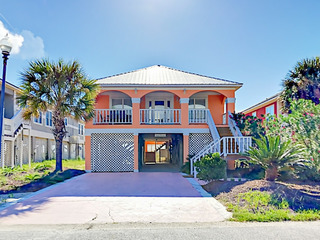 3BR w/ Views, Pool & Tennis – 400 Feet to Beach!