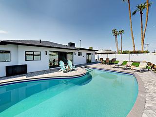 Gorgeous 3BR Mid Century Modern w/ Backyard Oasis