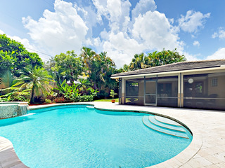 Tropical Getaway 3BR w/ Screened Porch, Pool & Spa
