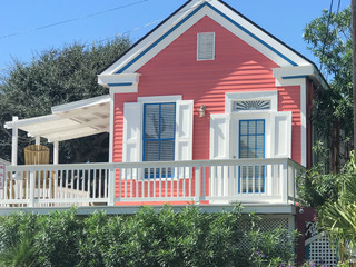 2BR Cottage w/ Spacious Deck – 2 Blocks to Beach