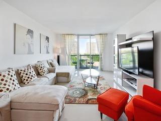 1 Bedroom +Den Bay View OR620
