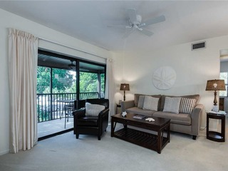 #212 Sanibel Moorings Courtyard View