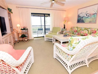 #512 Sanibel Moorings Gulf Front