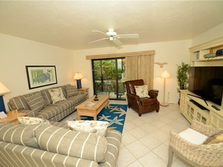 #1041 Sanibel Moorings Courtyard View