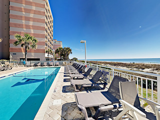 Oceanfront 2BR w/ 3 Pools & Lazy River