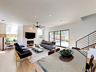 Luxe Zilker 4BR w/ Rooftop Terrace