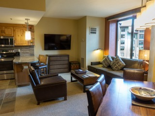 Deluxe studio steps from Red Pine Gondola & Canyons Village