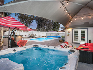 Vibrant 4BR w/ Heated Pool, Hot Tub & Tiki Bar