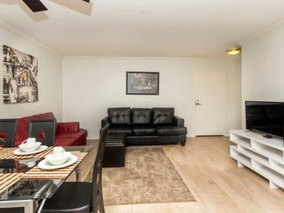 2 bedroom apt on Hollywood- N Poinsettia Pl