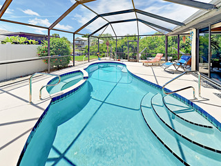 3BR w/ Dock, Screened Pool & Hot Tub