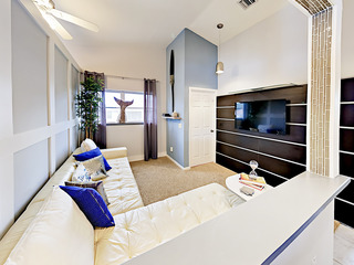 Chic 2BR on Canal w/ Lanai