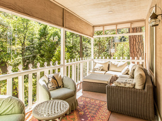 """The Cottage""-- Charming 2BR w/ Deck"