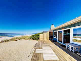 """Rockin' Away Beach House"" 3BR w/ Private Deck"