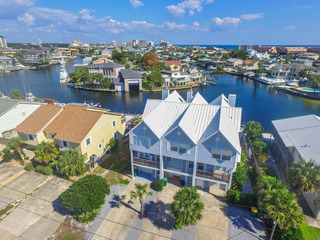 Destin Harbor Waterfront Gem 3BR w/ Boat Dock