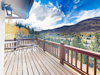 4BR w/ Deck, Balcony & Double-Sided Fireplace