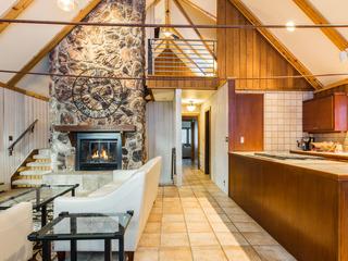 Elegant 4BR Cabin w/ Hot Tub