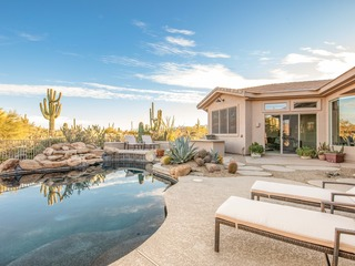 Desert Paradise 5BR Villa w/ Lagoon-Style Pool