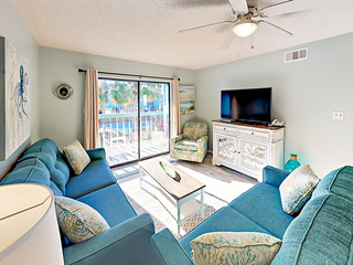 Remodeled 2BR w/ Balcony, Steps to Beach!