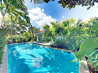 4BR El Cid Tropical Getaway w/ Pool & Courtyard