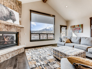 3BR Near Private Lake w/ Alpine Views