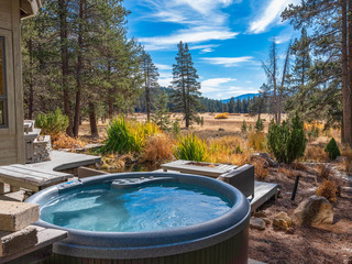 Spacious Tahoe Donner 5BR w/ Hot Tub & Game Room