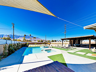 3BR/2BA Mid-Century Modern w/Backyard Pool Oasis Palm Springs
