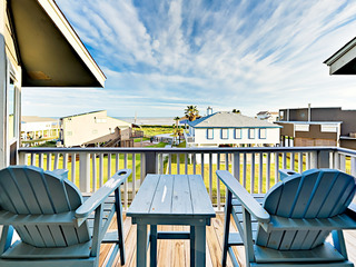 Updated 2BR w/ Water Views, Steps to Karankawa Beach