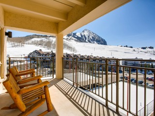 Recently Remodeled Ski Lodge Styled Plaza Condo