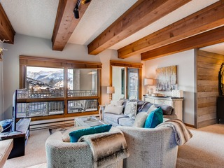 Mountain Views from this Plaza Condo- Sleeps 6