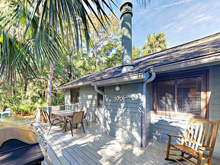 3BR w/ Sunny Deck & Screened Porch, Walk to Beach