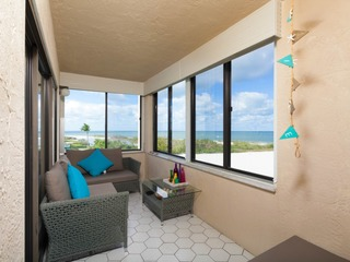Condo Right On The Beach 6th Floor With Sea View!