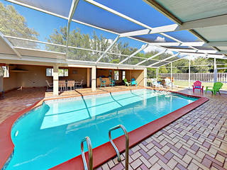 4BR w/ Guest Suite & Private Pool, Near Dock