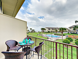 Oceanfront 2BR w/ Tennis, 4 Pools & Beach Access