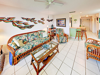 Holiday Island 2BR w/ Pool, Hot Tub, Tennis & Dock