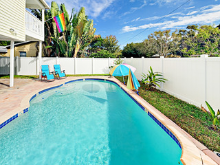 Large 4BR w/ Private Pool & Alfresco Dining