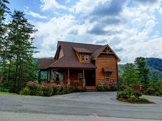 A View To Remember- 4 Bedrooms, 4 Baths, Sleeps 13