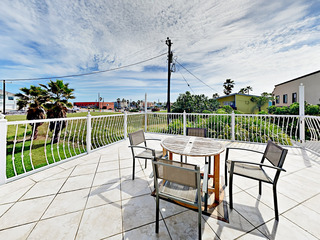 200 Yards to the Beach! 4BR w/ Gulf-View Balcony