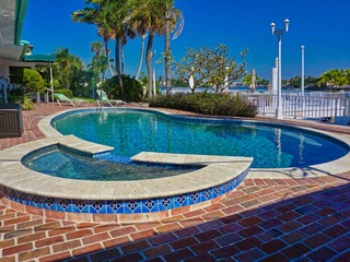 Pass-A-Grille Boutique Resort Bay House Pool & Dock 2707