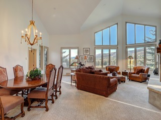 2Br Condo in The Seasons at Arrowhead- Vaulted Ceilings