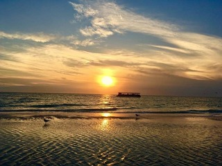Treasure Island Beach Retreat Sleeps Up To 9 By Tech Travel