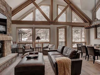 Amazing Ski-in, Ski-out Townhome- Sleeps 8- Mountain Views