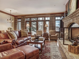 1Br Ski in/Ski out location at the top of Bachelor Gulch!